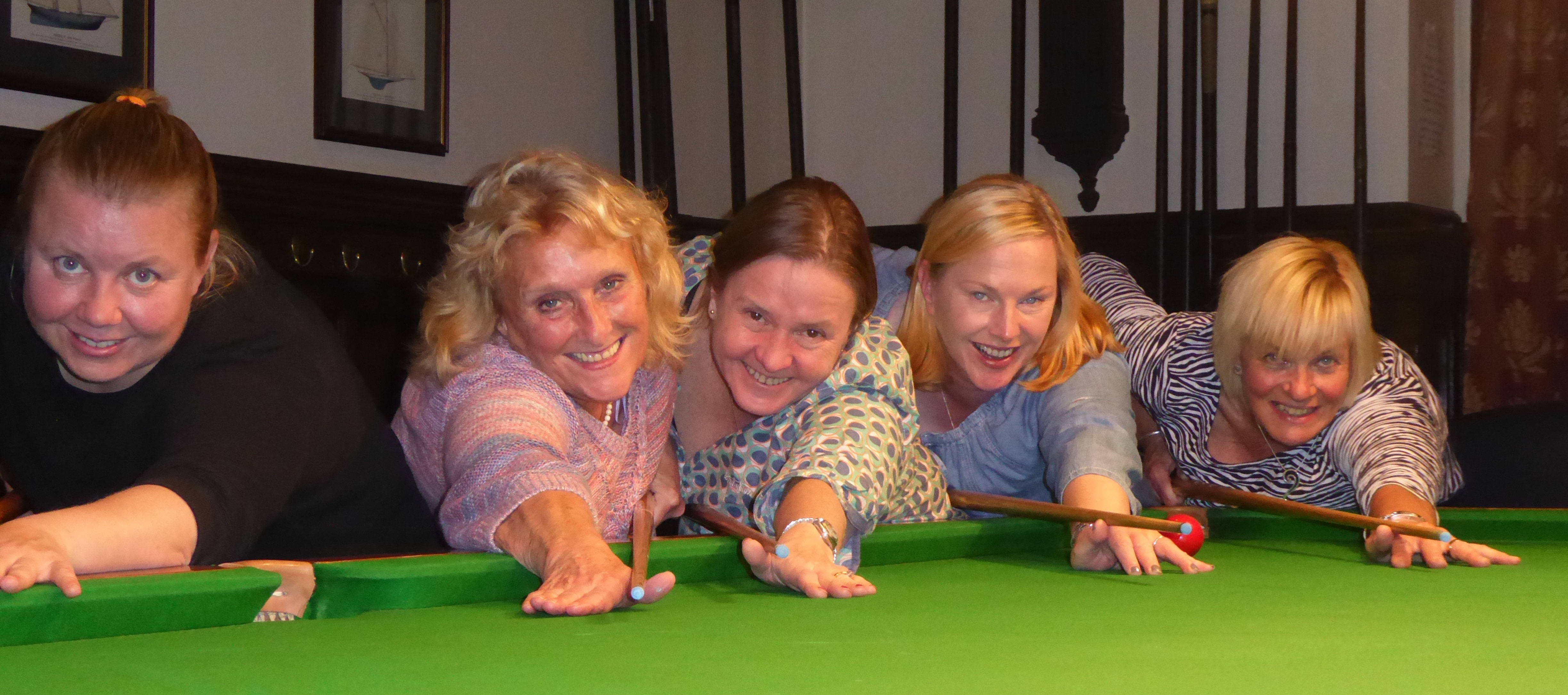snooker girls.jpg